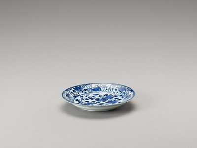 Lot 149 - A BLUE AND WHITE 'FLORAL' PORCELAIN DISH
