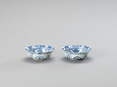 Lot 1027 - A PAIR OF BLUE AND WHITE 'KRAAK' STYLE PORCELAIN BOWLS