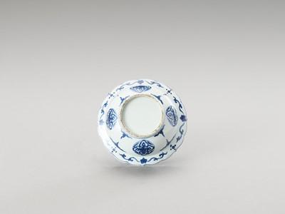 Lot 170 - A BLUE AND WHITE PORCELAIN LOBED KLAPMUTS BOWL