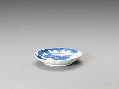 Lot 1025 - A BLUE AND WHITE LOBED PORCELAIN DISH WITH TIGER