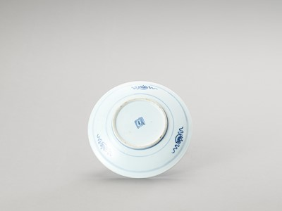 Lot 164 - A BLUE AND WHITE PORCELAIN DISH