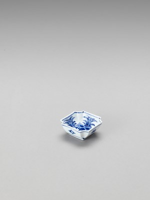 Lot 172 - A SMALL BLUE AND WHITE PORCELAIN SAUCER