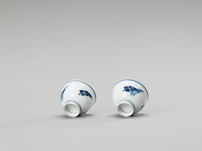 Lot 1030 - A SMALL PAIR OF BLUE AND WHITE PORCELAIN CUPS