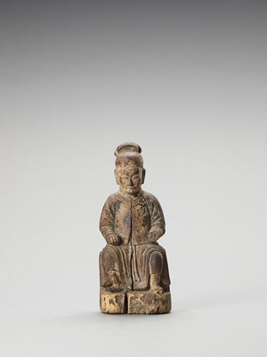 Lot 584 - A WOOD FIGURE OF A DIGNITARY, MING