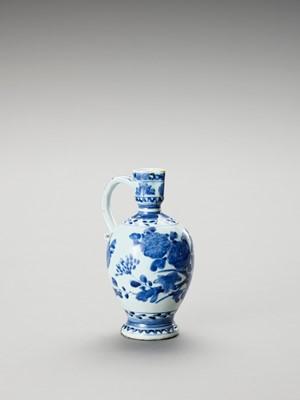 Lot 1032 - A BLUE AND WHITE PORCELAIN JUG