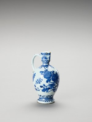 A BLUE AND WHITE PORCELAIN JUG