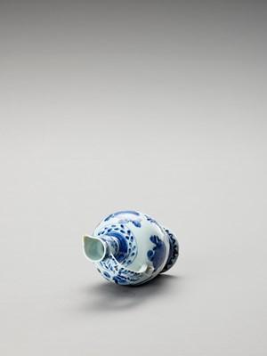 A BLUE AND WHITE PORCELAIN JUG