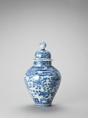 Lot 1021 - A LARGE BLUE AND WHITE PORCELAIN JAR AND COVER