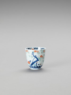 Lot 1081 - A SMALL KAKIEMON PORCELAIN CUP