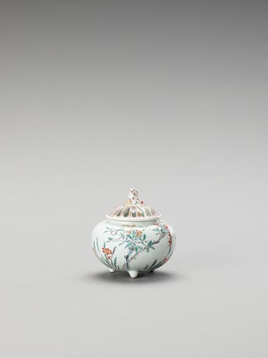Lot 1082 - A CHARMING KAKIEMON PORCELAIN INCIENSE BURNER WITH COVER
