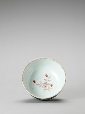 Lot 1037 - AN IMARI PORCELAIN BOX WITH COVER