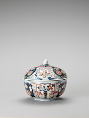 Lot 110 - AN IMARI PORCELAIN BOX WITH COVER