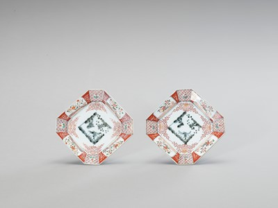 Lot 1049 - A PAIR OF SQUARE IMARI PORCELAIN DISHES