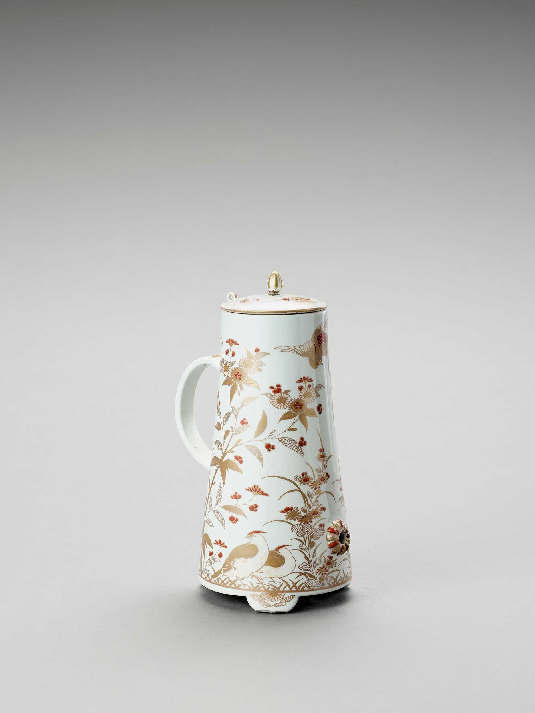 Lot 1073 - AN IMARI PORCELAIN COFFEE POT AND COVER