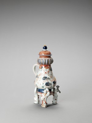 Lot 1074 - AN IMARI PORCELAIN COFFEE POT