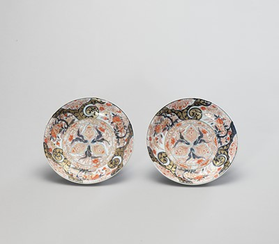 Lot 1048 - A PAIR OF IMARI PORCELAIN DISHES