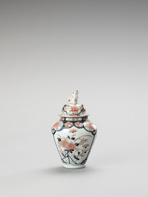 Lot 125 - AN IMARI PORCELAIN VASE AND COVER
