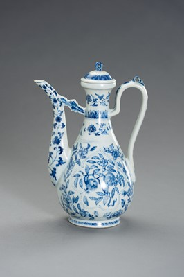 Lot 421 - A FINE BLUE AND WHITE PORCLEAIN EWER