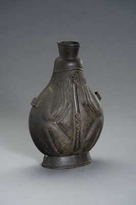 Lot 27 - A REMARKABLE BRONZE TOAD FLASK