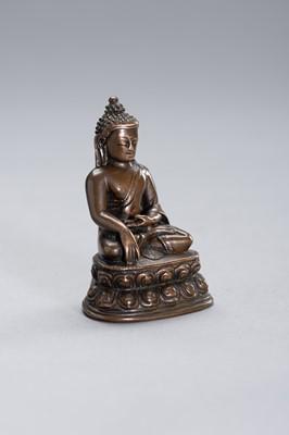 Lot 58 - A COPPER BRONZE FIGURE OF BUDDHA SHAKYAMUNI