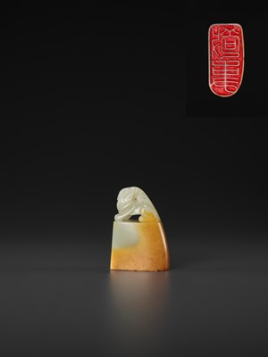 Lot 110 - A PALE CELADON AND AMBER JADE 'BUDDHIST LION' SEAL, MID-QING TO REPUBLIC