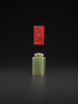 Lot 117 - A CELADON AND RUSSET JADE 'LINGZHI' SEAL, MID-QING TO REPUBLIC