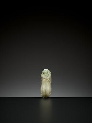 Lot 76 - A 'BUDDHA'S HAND' JADEITE PENDANT, QING DYNASTY