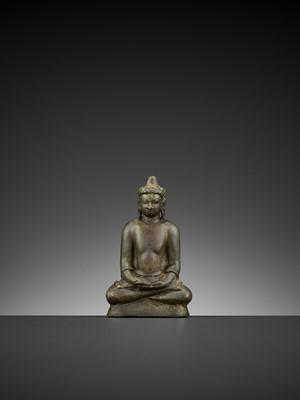 Lot 501 - A BRONZE FIGURE OF BUDDHA, MON-DVARAVATI