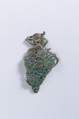Lot 5 - A CHINESE BRONZE ORNAMENT, TANG TO LIAO