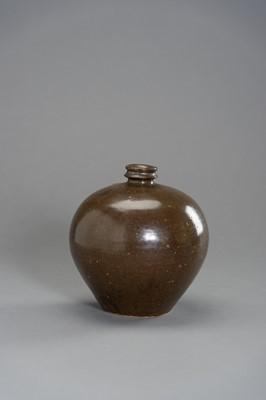 A HENAN BROWN GLAZED BOTTLE VASE