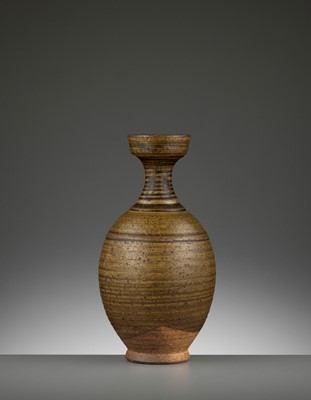 Lot 163 - A BROWN-GLAZED STONEWARE BOTTLE VASE, SUI-TANG DYNASTY