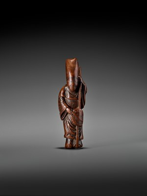 A LARGE AND EARLY WOOD NETSUKE OF A CHINESE COURT OFFICIAL