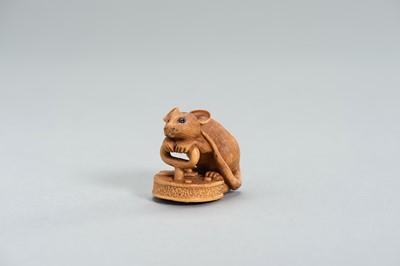 Lot 307 - A BOXWOOD NETSUKE OF A RAT BY ALEXANDER DERKACHENKO