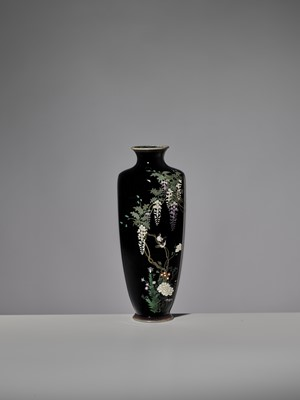Lot 16 - A FINE CLOISONNÉ ENAMEL VASE IN THE MANNER OF HAYASHI KODENJI