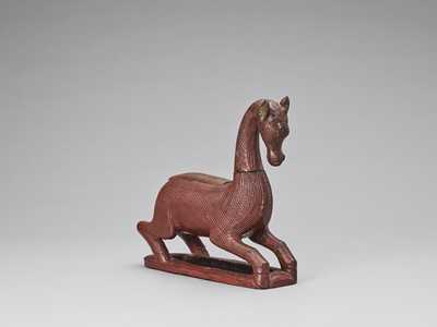 A BURMESE LACQUERED WOOD 'HORSE' BETEL NUT CONTAINER, 18TH-19TH CENTURY