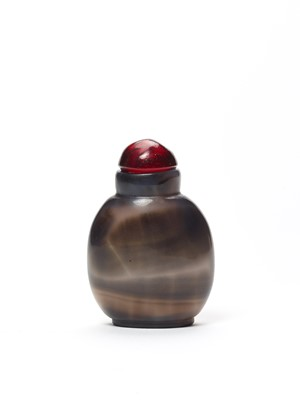 A GLASS SNUFF BOTTLE IN IMITATION OF CHALCEDONY, QING