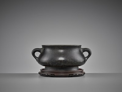Lot 515 - A HEAVILY CAST BRONZE CENSER, QING DYNASTY
