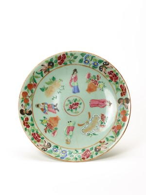 Lot 364 - A QING DYNASTY PORCELAIN PLATE