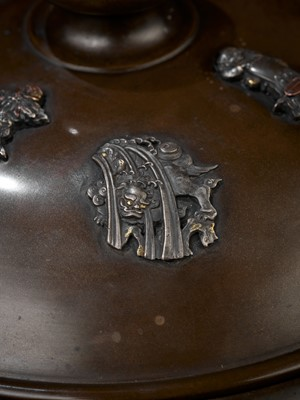 Lot 18 - AN IMPRESSIVE BRONZE JAR AND COVER INLAID WITH MANY FINE MENUKI