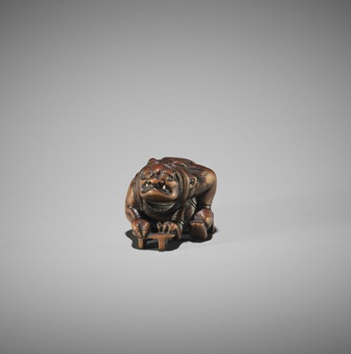 Lot 116 - A WOOD NETSUKE OF RAIJIN WITH GETA
