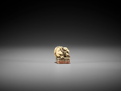 Lot 14 - A RARE IVORY SEAL NETSUKE WITH AN ONI