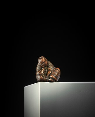 Lot 136 - A FINE NAGOYA SCHOOL WOOD NETSUKE OF A SLUMBERING SHOJO