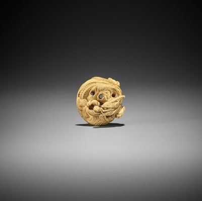 Lot 194 - A POWERFUL IVORY NETSUKE OF A COILED ONE-HORNED DRAGON