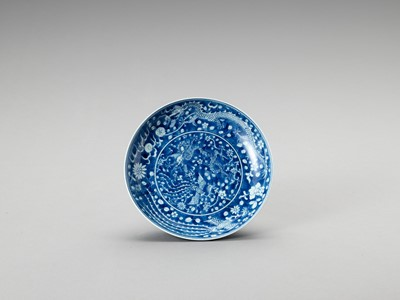 A BLUE AND WHITE PORCELAIN 'DRAGON & PHOENIX' DISH