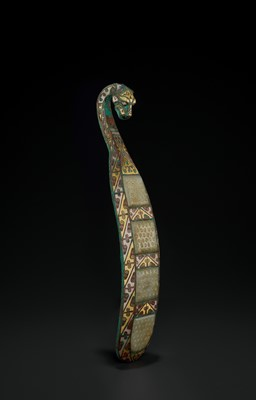 Lot 422 - A GOLD AND SILVER-INLAID BRONZE AND JADE 'CHILONG' BELT HOOK, WARRING STATES