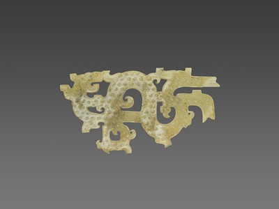 AN EASTERN ZHOU SINUOUS DRAGON CARVING WITH PHOENIX HEADS