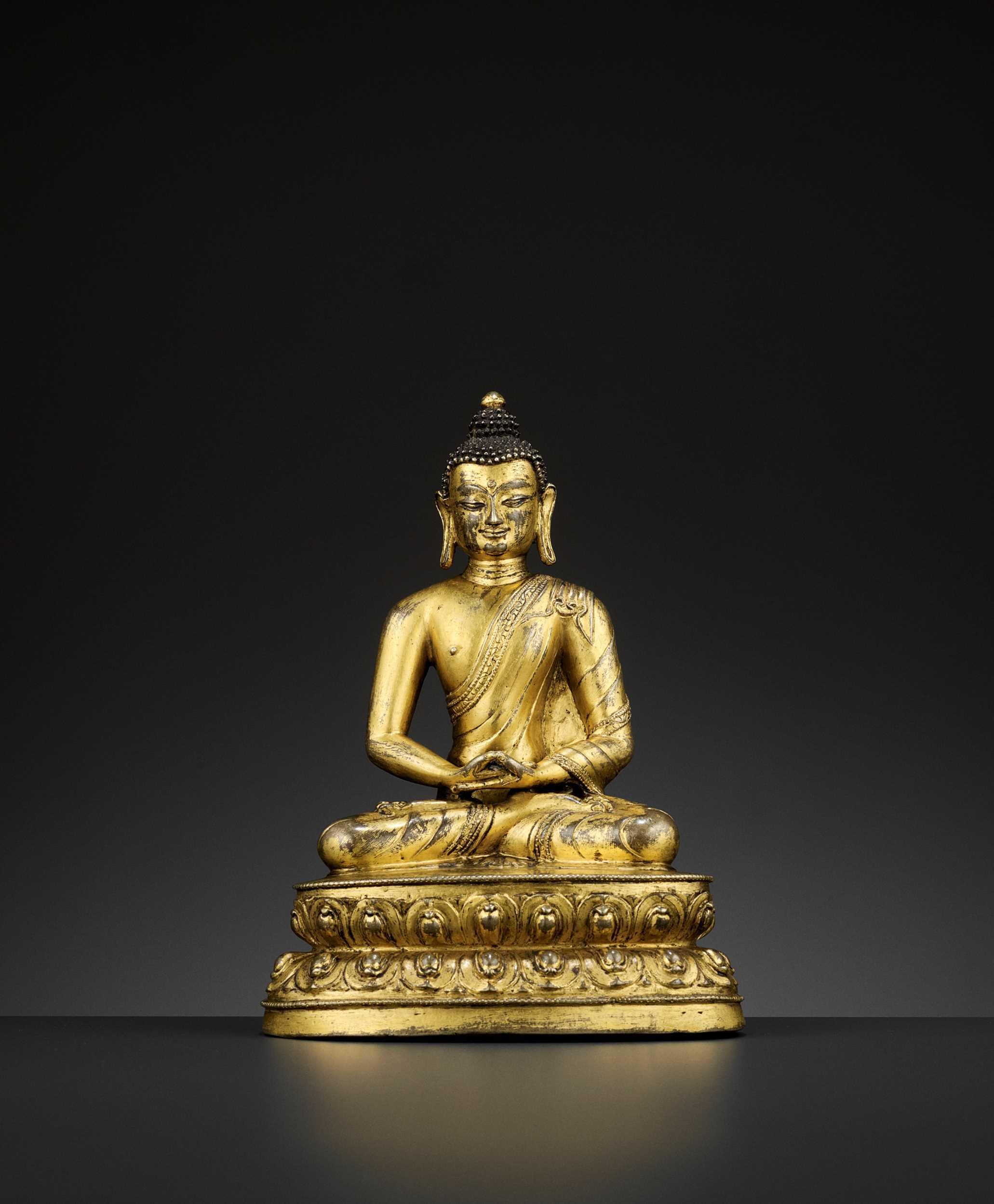 Lot 475 - A GILT BRONZE FIGURE OF BUDDHA SHAKYAMUNI, 15TH CENTURY