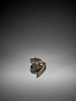 Lot 56 - HORAKU: A FINE WOOD NETSUKE OF A SEATED BAT