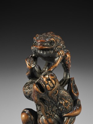 Lot 119 - TOYOKAZU: A SUPERB WOOD NETSUKE OF GAMA SENNIN