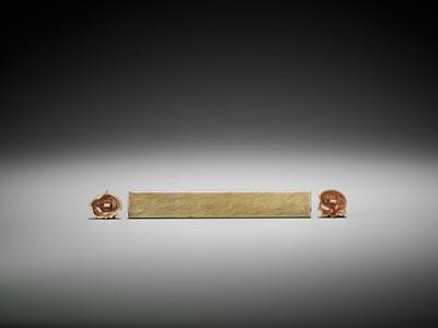 Lot 46 - A RARE SET OF A KOZUKA AND MATCHING GOLD MENUKI PAIR DEPICTING QUAILS AND MILLET
